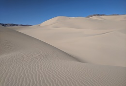 I look for a hiking route over the Panamint Dunes
